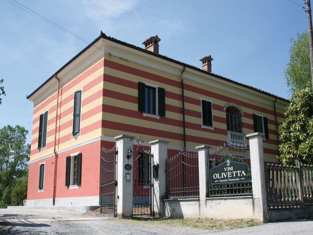 Area sosta camper Azienda agricola Olivetta Castelletto Merli (AL)