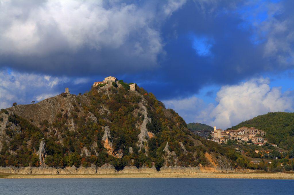 Castel di Tora e Colle di Tora