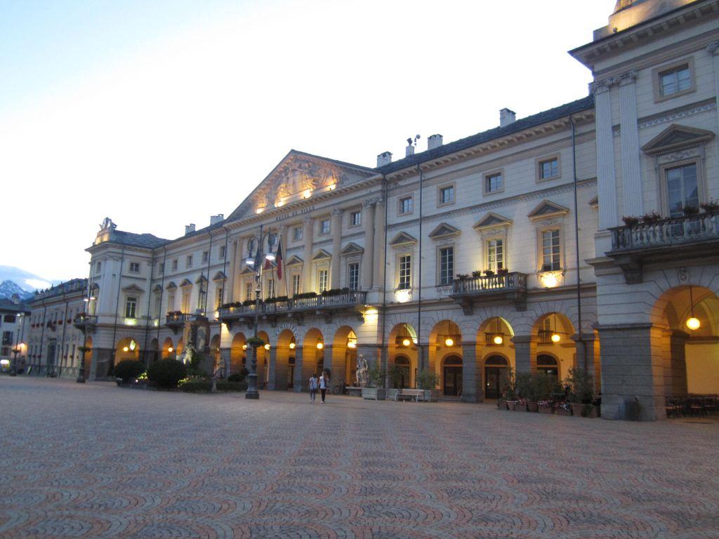Piazza Emile Chanuox
