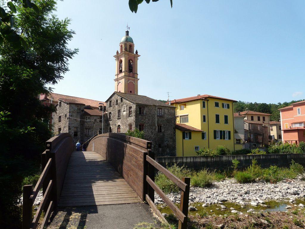 San Pietro Vara e il ponte di legno