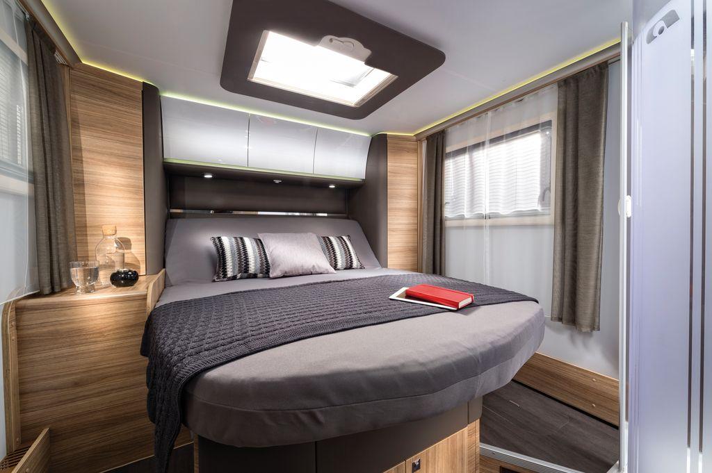 SONIC SUPREME 710 SC il letto centrale ha la testiera reclinabile