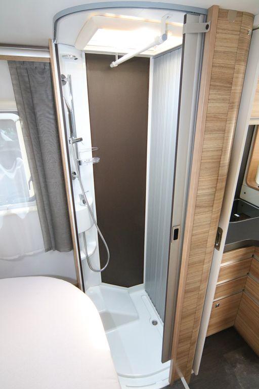 cabina doccia con asta appendino anche su Axess 600 SC