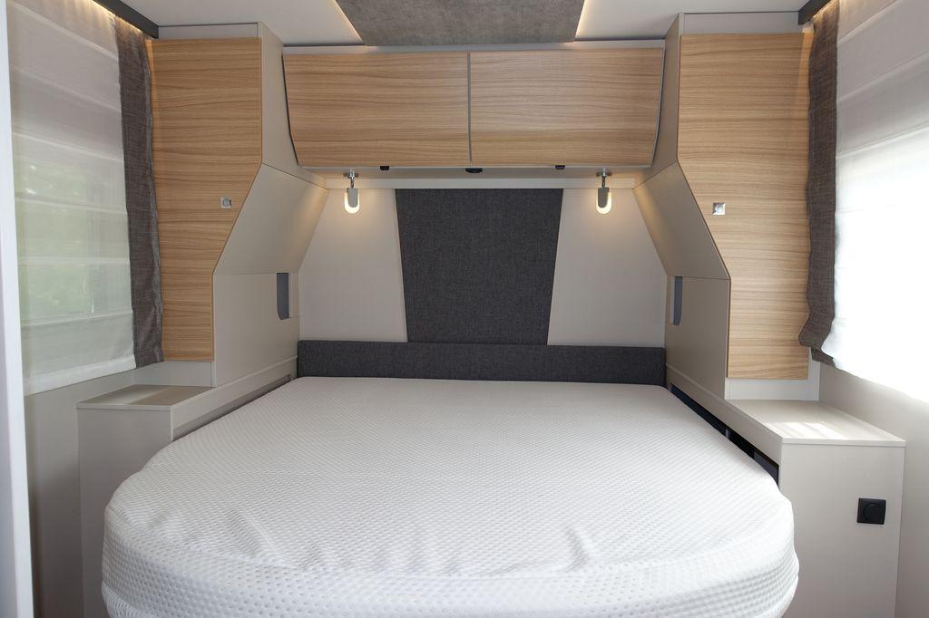 Pulse I 7051DBM camera da letto con letto a regolazione variabile