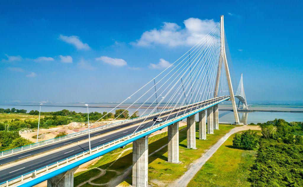 Normandia, Pont de Normandie, il ponte stradale attraversa la Senna e collega Le Havre a Honfleur