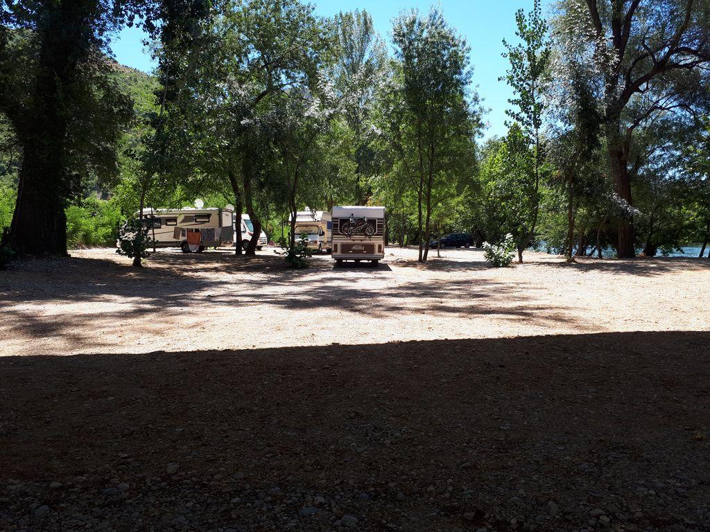 Auto Camp Green Park stalli