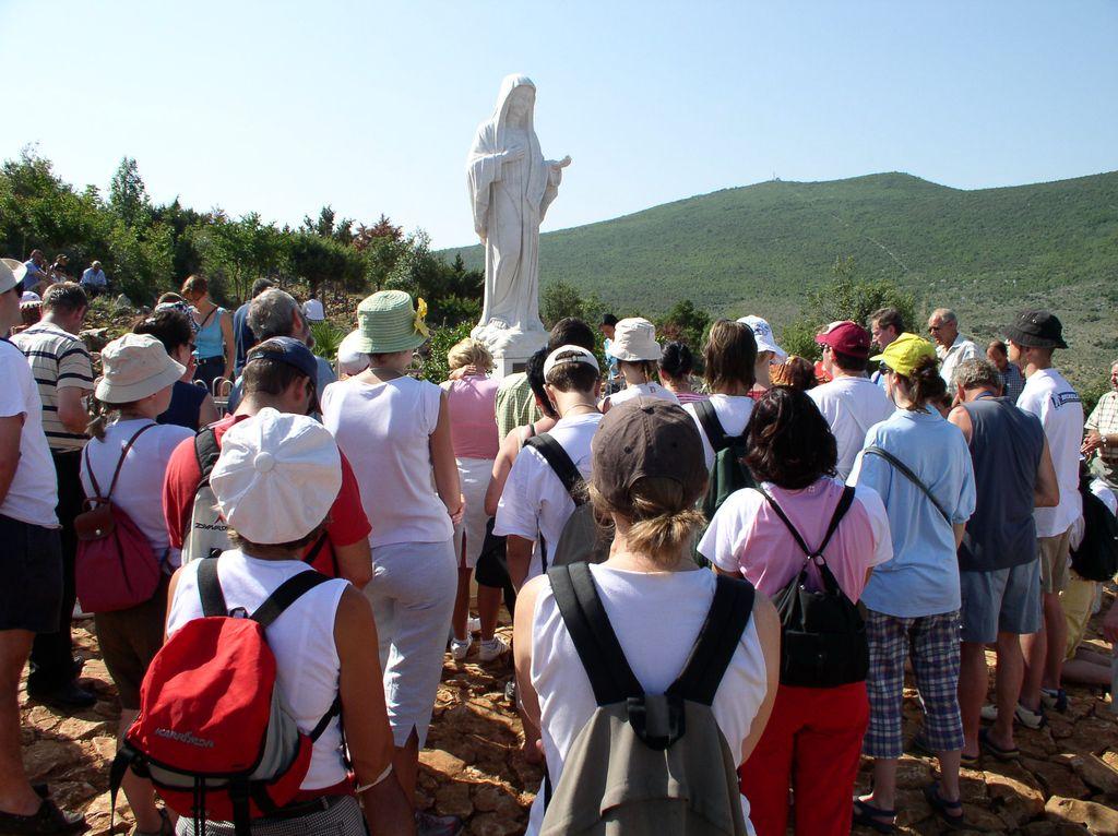 Momenti di preghiera a Medjugorje (Ufficio Turismo)