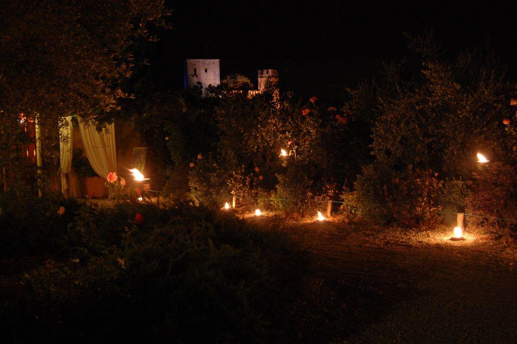 Castello di Gropparello - Castello e Museo della rosa nascente di notte
