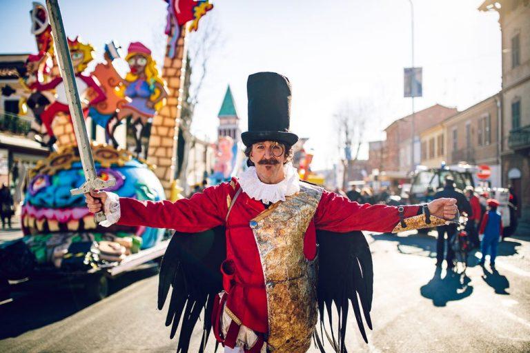 Fano, invita alla sfilata di domenica 23 febbraio del suo storico Carnevale