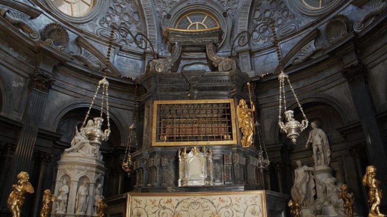 Cappella della Sindone, concluso il restauro dell'altare di Antonio Bertola
